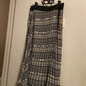 LulaRoe XL Jill pleated Black/ Cream Skirt. New